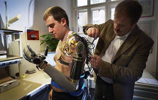 FDA: approvato l'uso della DEKA Arm System